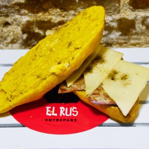 Bocadillo 7 (Lomo de cerdo y queso  edam con pimienta negra)